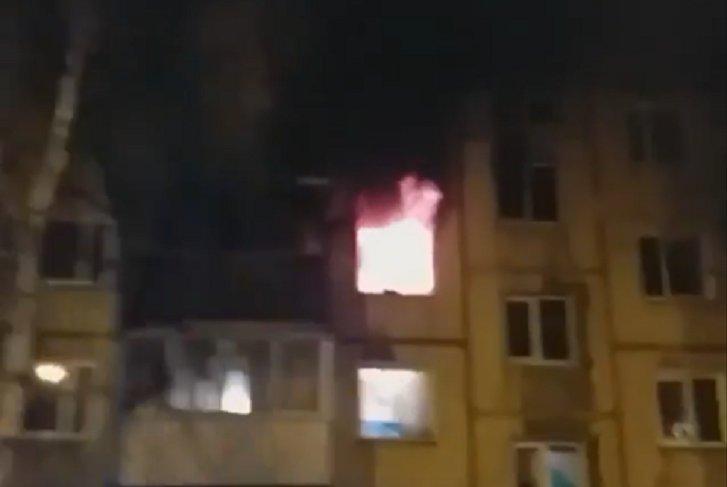 В Иркутске загорелась квартира в пятиэтажном доме