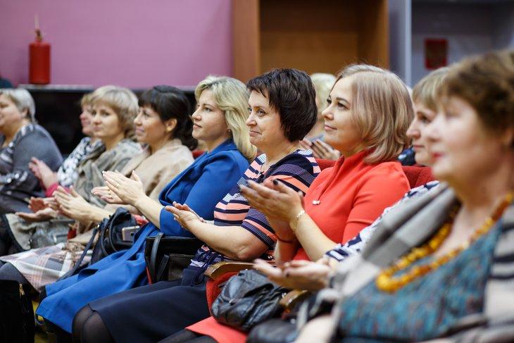 90 жительниц Иркутского района поздравили с Днем матери