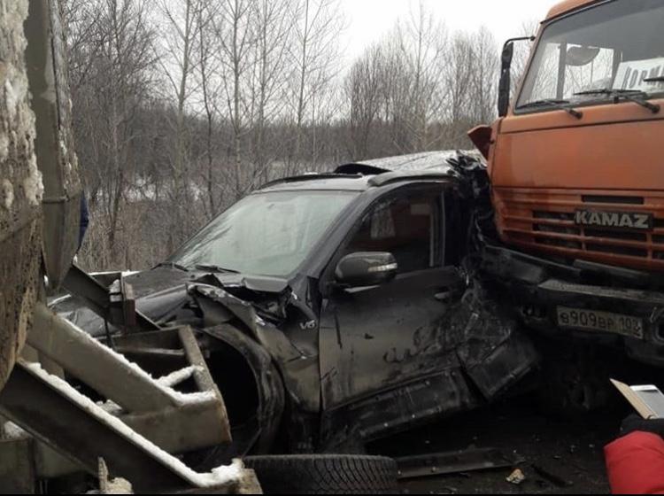 В Башкирии КамАЗ столкнулся с несколькими машинами из-за отказа тормозов