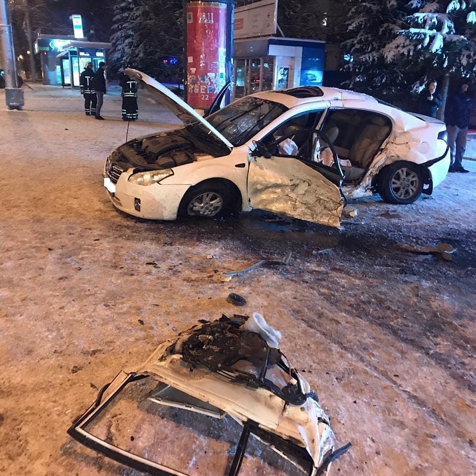 Очередное ДТП на «Спортивной»: В Уфе иномарка вылетела на тротуар с людьми после столкновения с такси