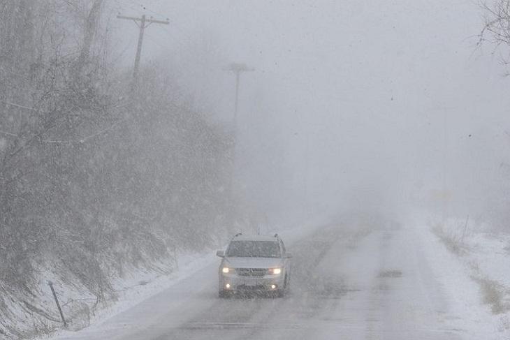 МЧС предупреждает жителей Иркутской области о сильном ветре и гололеде в ближайшие сутки