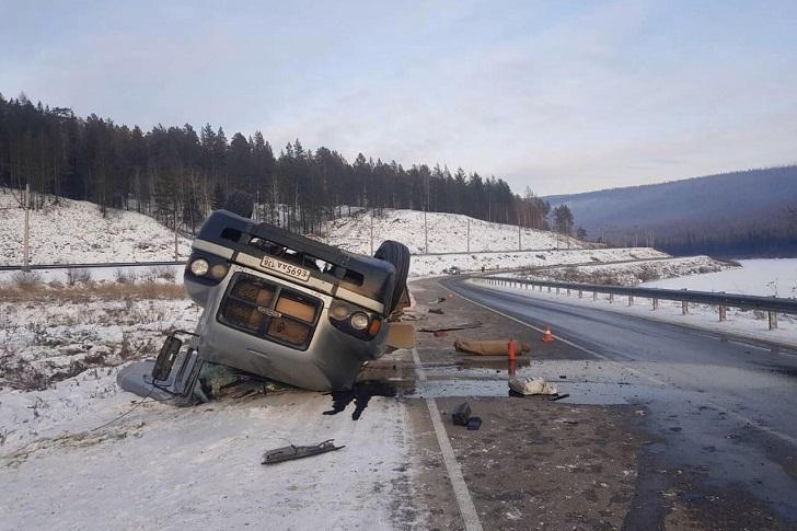 В Усть-Кутском районе водитель погиб при опрокидывании большегруза