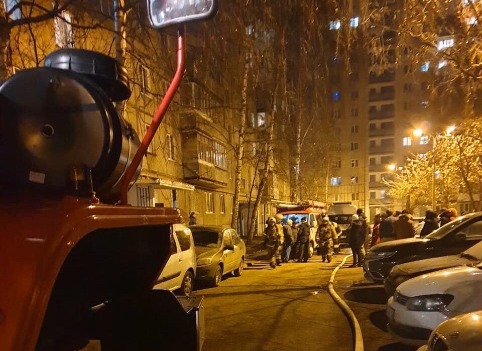 В Уфе из многоэтажки, где горела квартира, эвакуировали людей