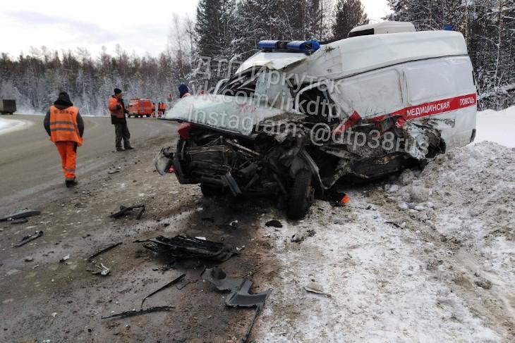 В Шелеховском районе фура столкнулась с машиной скорой помощи