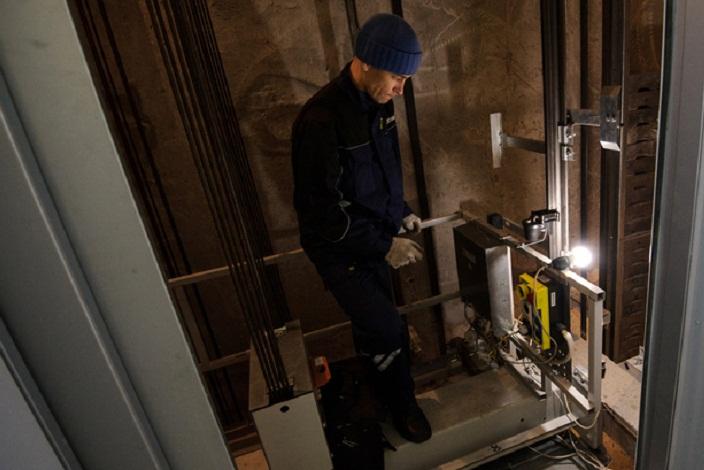Арбитражный суд Иркутской области приостановил контракт на замену лифтов в Усть-Илимске