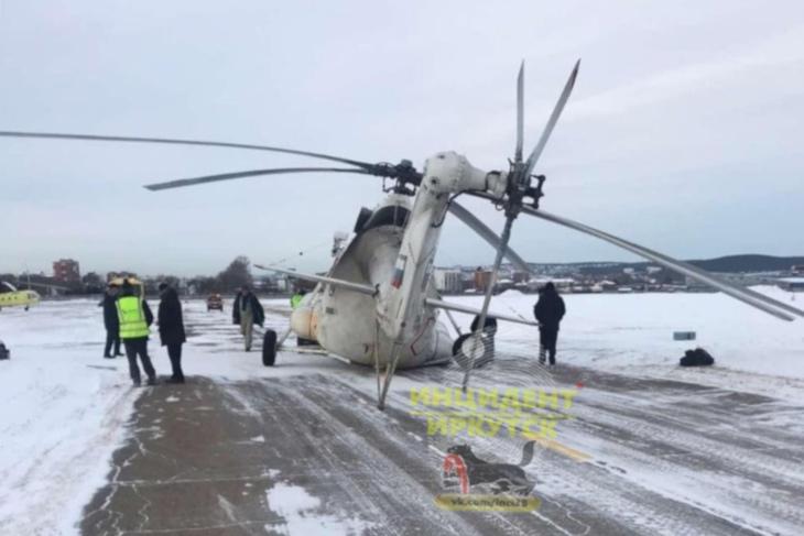 После приземления в Иркутске у вертолета Ми-8 подломилась стойка шасси