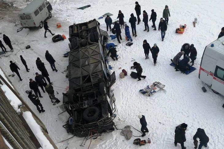 В Забайкальском крае 15 человек погибли после падения автобуса с моста