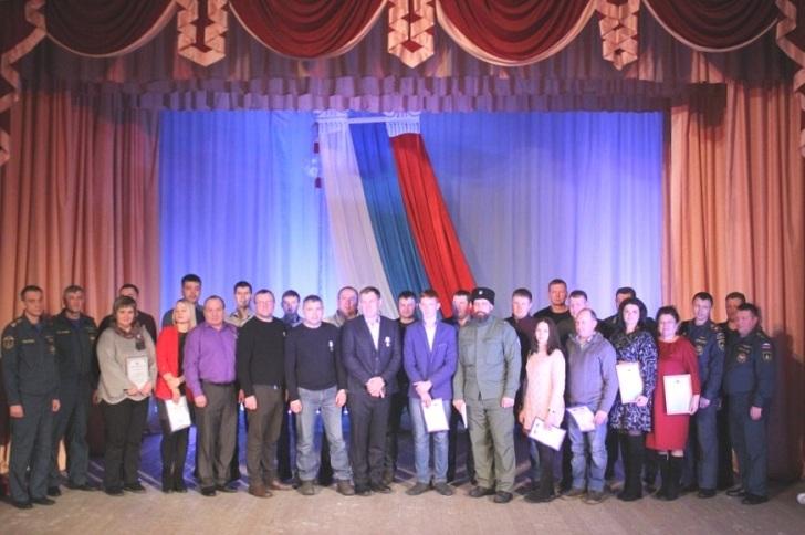 Добровольцев Тулуна наградили медалями МЧС России за спасение людей в наводнении