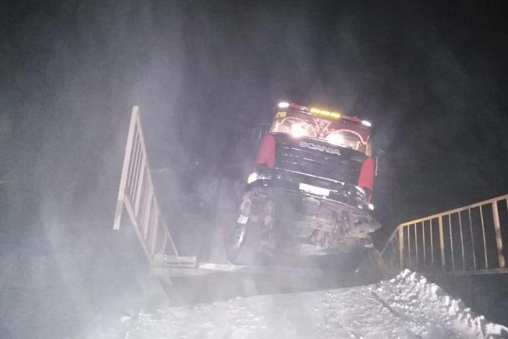 Обрушившийся мост в Киренском районе собирались ремонтировать