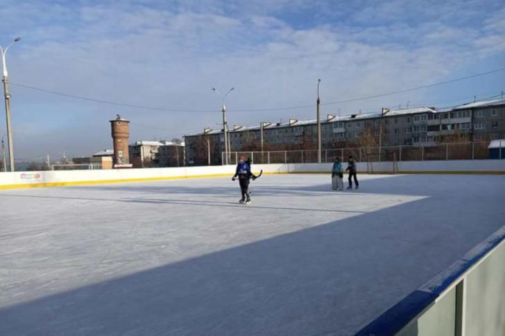 В Иркутске начали работать корты для уличного хоккея