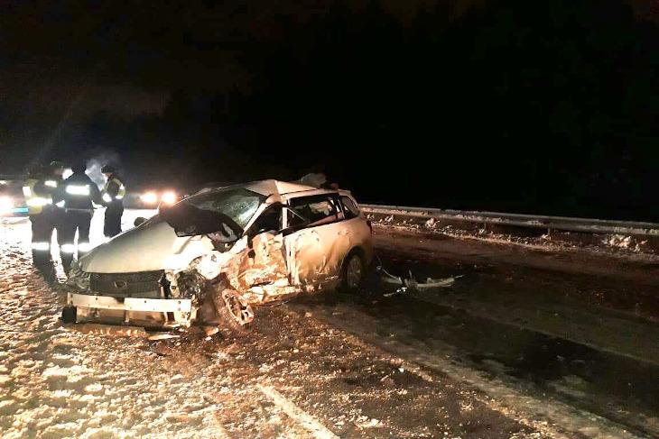 Водитель Toyota Fielder погиб после лобового столкновения на объездной Иркутск-Шелехов