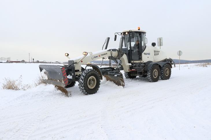 В Иркутском районе запустили грейдер для уборки снега на подъездах к садоводствам