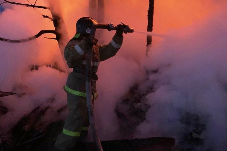 Двоих детей спасли на пожаре в Иркутском районе