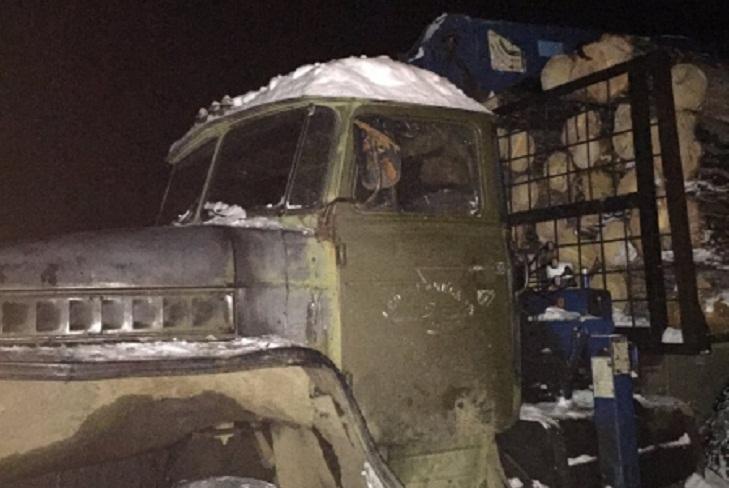 В Усольском районе оперативники задержали черного лесоруба, пытавшегося скрыться