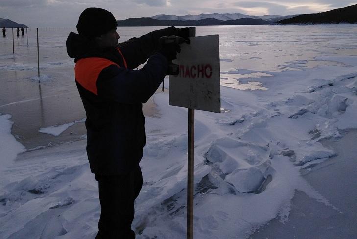 МЧС Иркутской области предупредило об ухудшении льда на Байкале