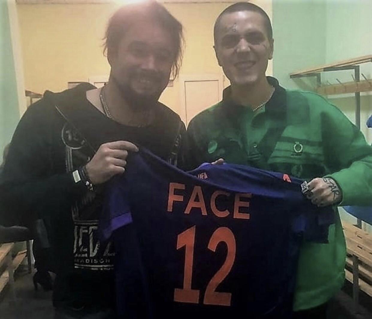 ФК «Уфа» подарил рэперу Face именную футболку команды