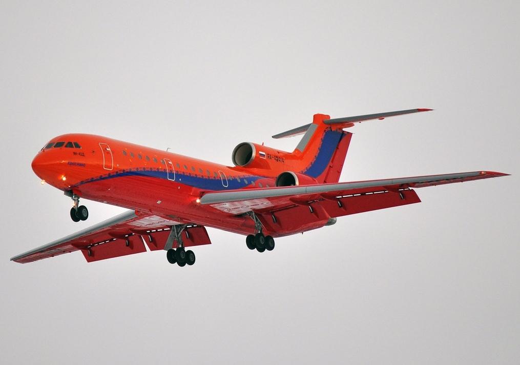 В небе над Уфой кружит самолет ЯК-42 с отказавшим двигателем