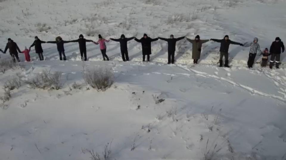 В Башкирии более 500 человек выстроились в «живую цепь» у подножия Куштау