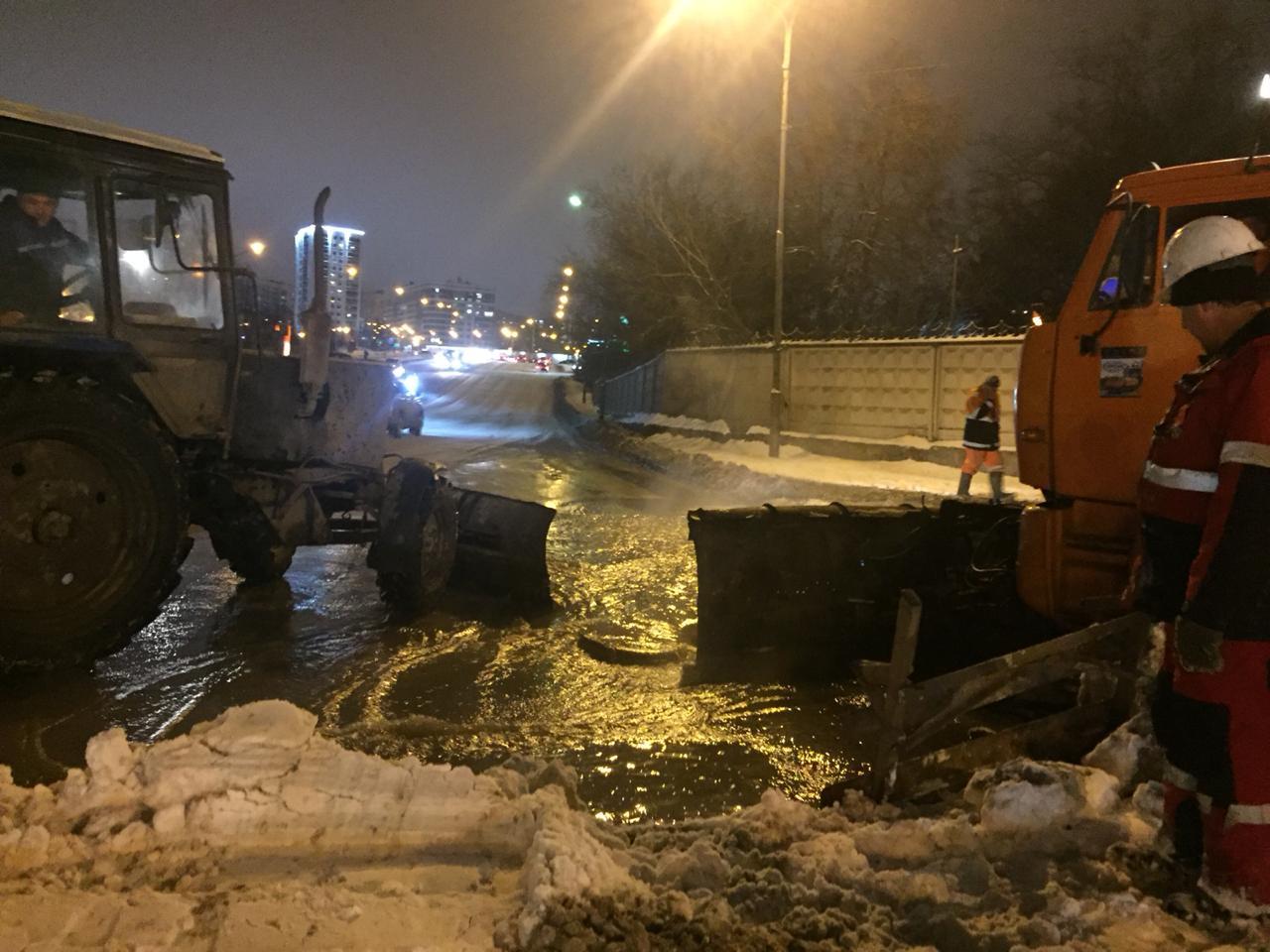 В Уфе затопило дорогу около Монумента Дружбы