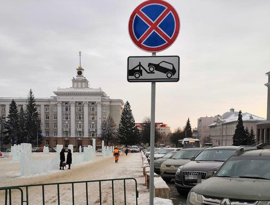 Работает эвакуатор: На одной из улиц Уфы запретили парковку
